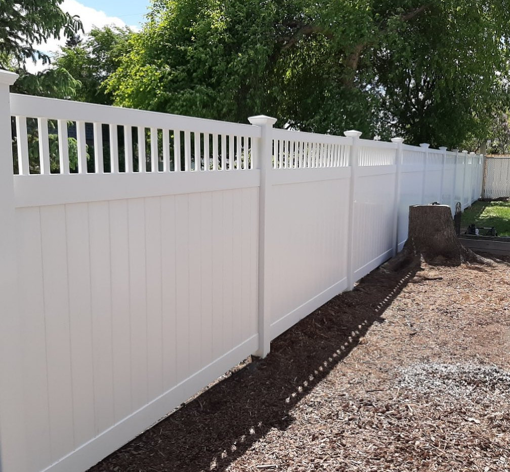 6 ft Privacy with Classic Accent