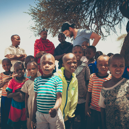 14905929760004Famille maasai rencontre, eco tourisme, Lac Natron, Tanzanie