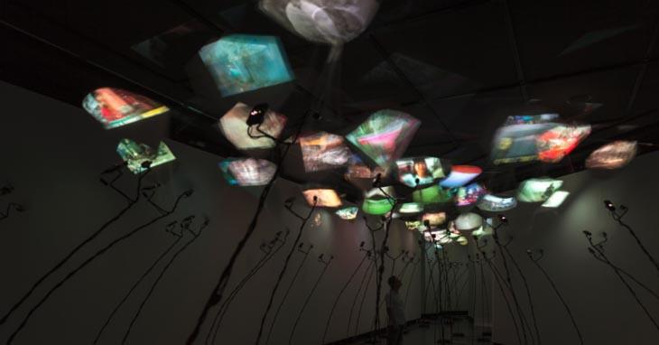 visao-panoramica-da-instalacao-kites-centro-cultural-banco-do-brasil-sao-paulo-2013-1366315452854_95