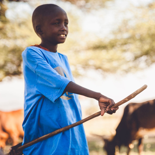 tradition tribu masai, massai village visite, rencontre enfant massai