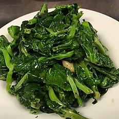 Sautéed Snow Pea Leaves with Roasted Garlic 蒜香炒豆苗