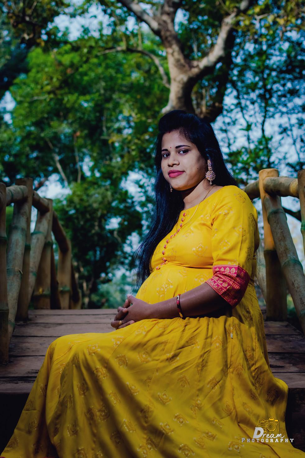 Pregnancy Photography in Bhubaneswar