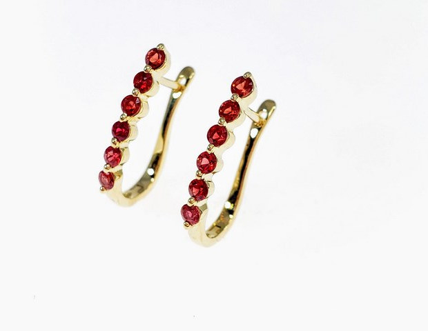 PE001 - 14KY DIAMOND CUT RUBY