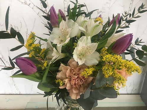 Alstroemerias, tulipanes y claveles