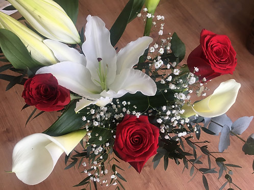 Lilium, rosas y calas