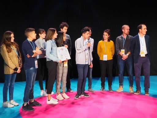 Les membres du conseil départemental des jeunes de la Drôme ont reçu le prix Anacej/Cap'Com le 26 octobre 2018.