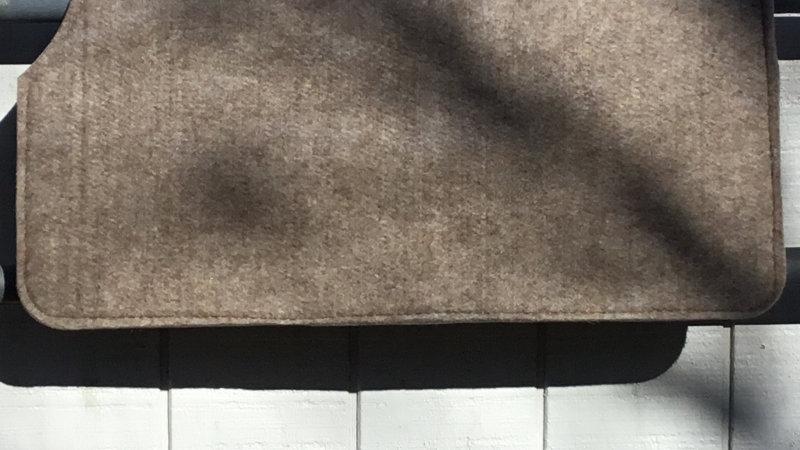 "30x30 1/2"" wool show felt pad/liner"