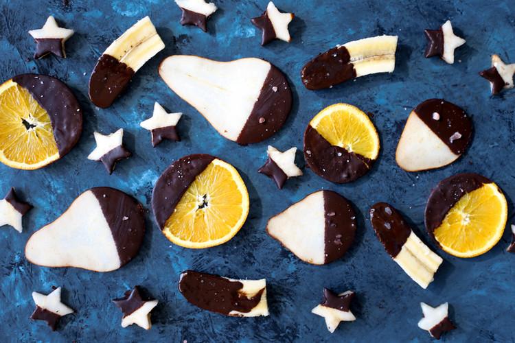 Las frutas cubiertas de chocolate