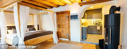 Suite_Holz_Livingroom_S.jpg