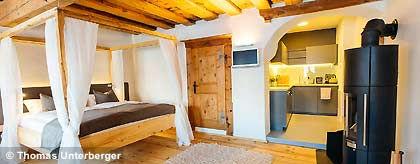 Suite_Holz_Livingroom_S(1).jpg