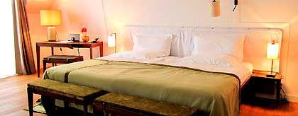 hotelzimmer_S.jpg