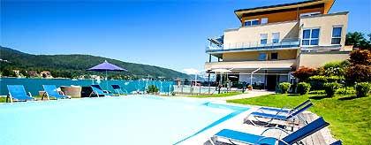 werzers_hotel_poolblick_S.jpg