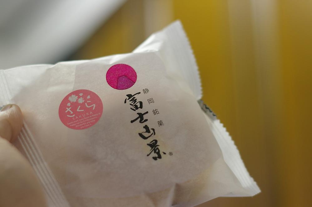 ロリエたこまんの「富士山景」。たこまんの銘品「大砂丘」のOEMです。美味です。やはりブッセはたこまん。
