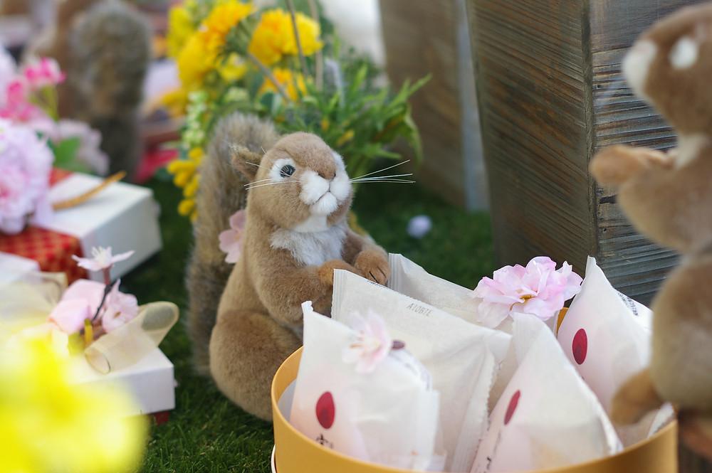 ロリエたこまんの店舗内に飾られた可愛いディスプレイ。花見の季節です。