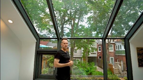 Alleyway home in Toronto-splitting-five levels. Micah Verceles