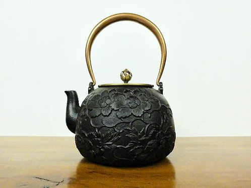 Japanese Iron Teapot with Peony Decorations 1400ml