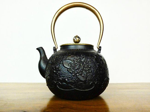 Japanese Iron Teapot with Thousand-Flowers Design 1400ml