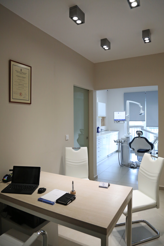 Οδοντίατρος Ψυχικό - Εμφυτεύματα