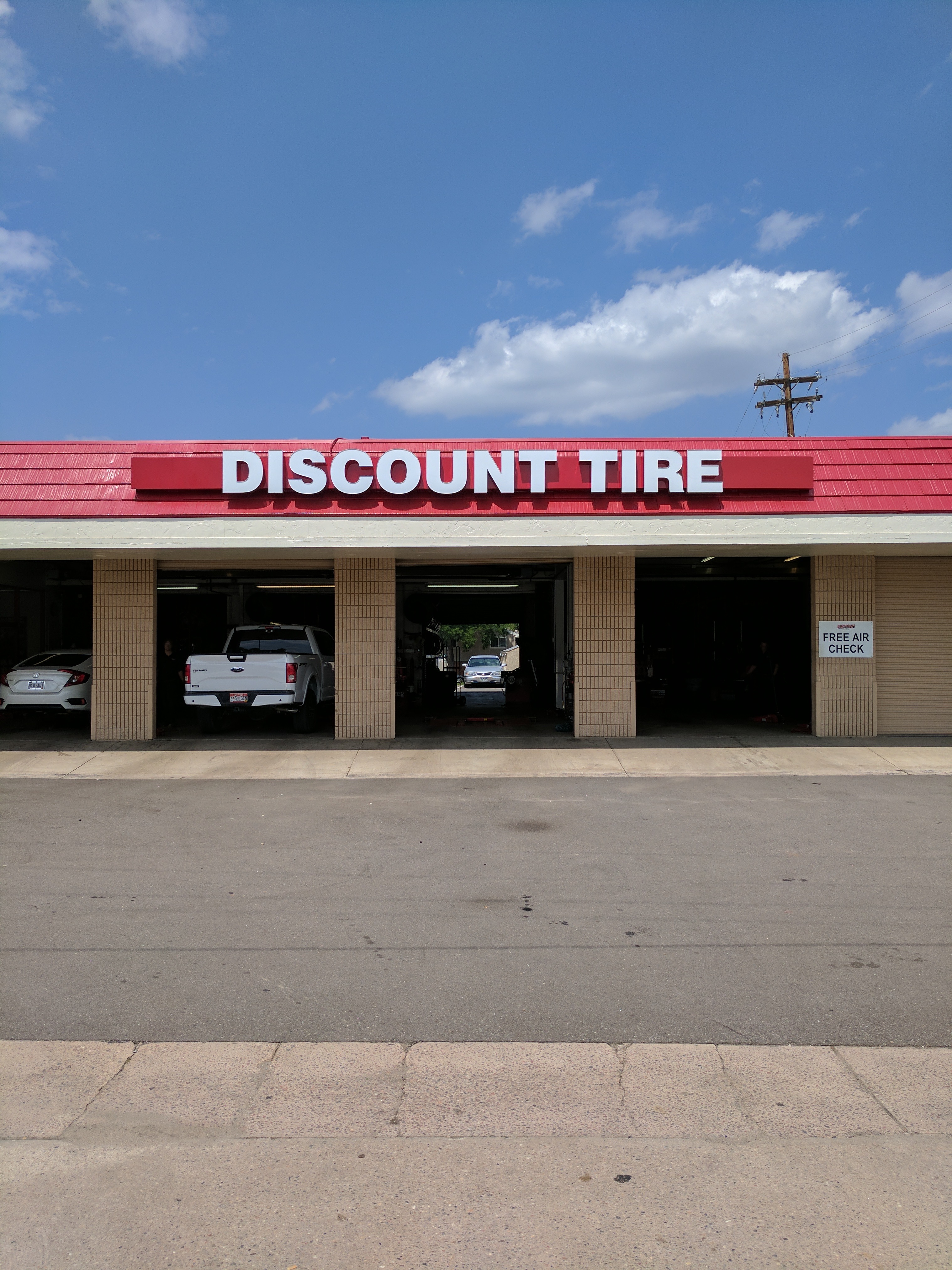 DIscount Tire Sign