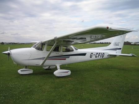 Cessna 172 introductory flight - Medway Estuary & Leeds Castle