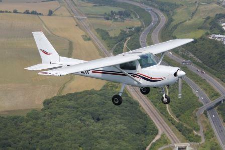 Cessna 152 introductory flight - Medway Estuary & Leeds Castle