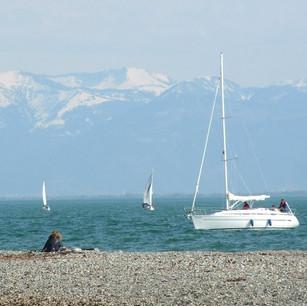 bodensee-sicht-berge-wassersport-segeln_