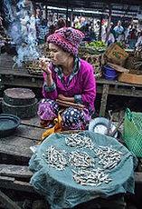 Marktfrau mit Zigarre/Myanmar