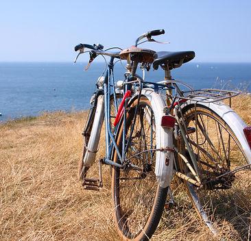 Fahrräder zusammen Paar Meer