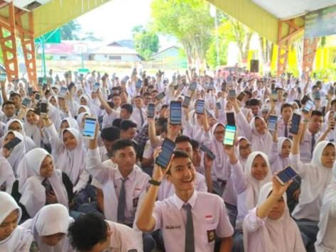 Ratusan Siswa Berprestasi Raih Beasiswa Masuk Perguruan Tinggi di Tengah Pandemi