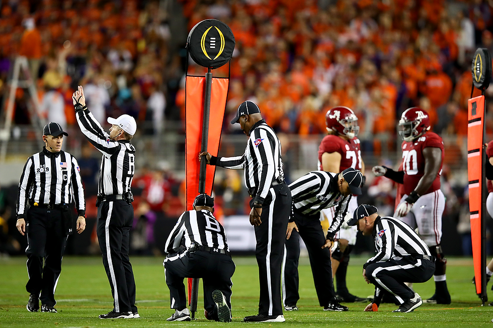 football-officiating-crew-first-down-col