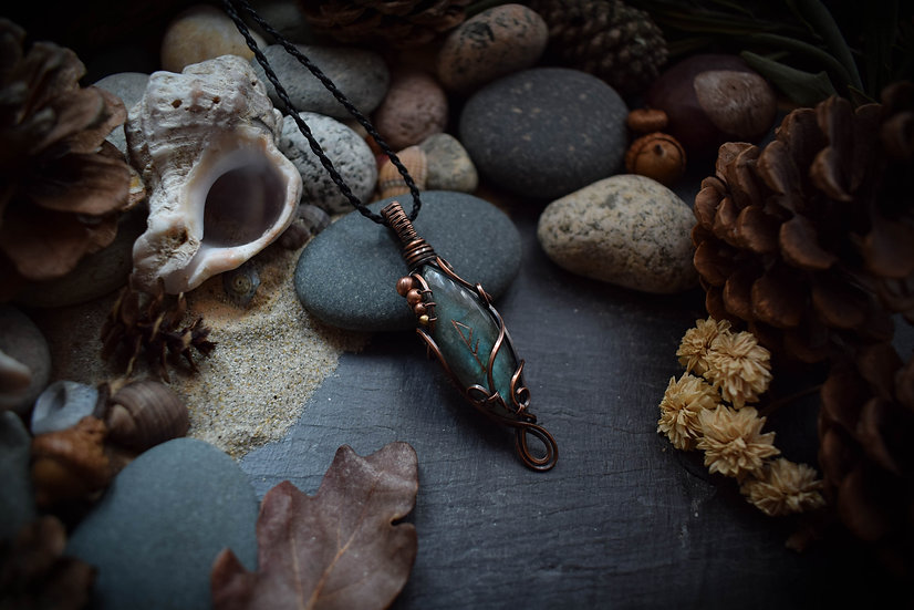 Talisman runique ~Richesse de Coeur~ Labradorite & Cuivre Patiné