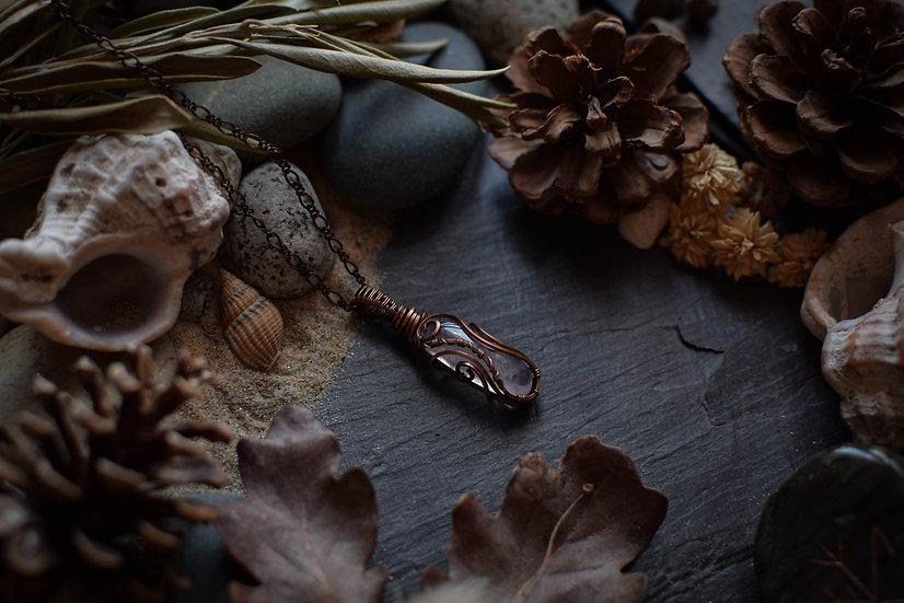 Pendentif ~Aphrodite~ Quartz Rose & Cuivre Patiné