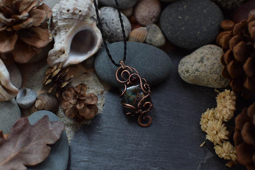 Talisman runique ~Gibu Auja~ Labradorite & Cuivre Patiné