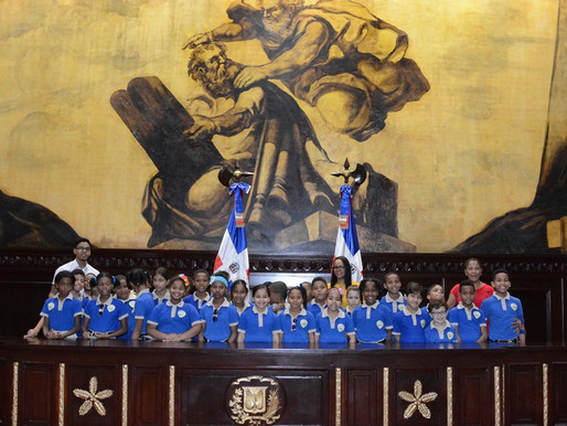 Estudiantes de la Escuela Santa Teresa de Jesús visitan el Senado
