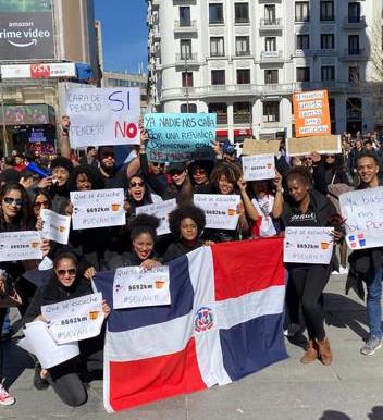 También en España dominicanos se manifiestan en contra de la suspensión de elecciones