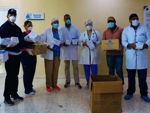 Alcade electo de San Cristóbal dona mascarillas y guantes al Hospital Juan Pablo Pina