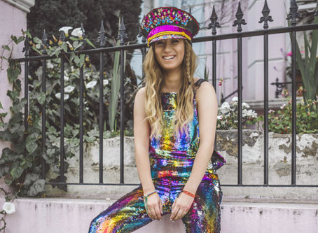 Meet Amelia Deacon - Female Artist and Entrepreneur