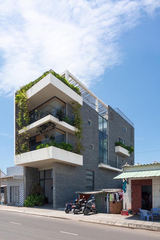 Coastal House by Prana Architects