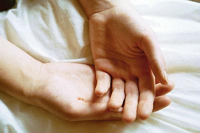 hands-1238408.jpg