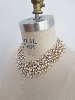 SWAROVSKI CRYSTAL AND PEARL NECKLACE IN