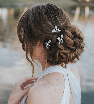 Ariana Leaf Bridal Hair Pins 5-min.jpg