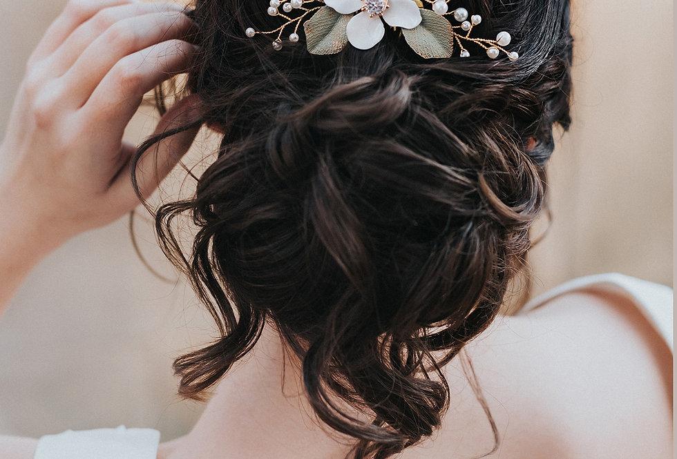 """""""Caroline"""" Beaded Flower Hair Comb"""