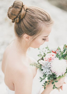 beautiful-bride-with-wedding-bouquet-159