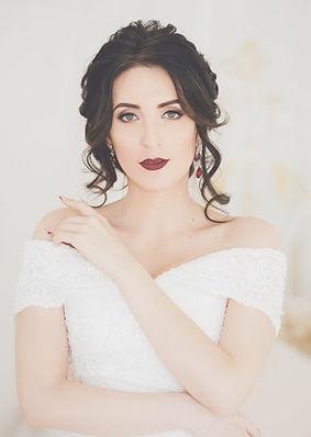 beautiful-brunette-bride-with-stylish-ma