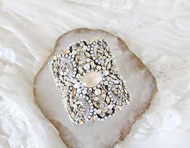 STATEMENT WEDDING CUFF BRACELET WITH SWA