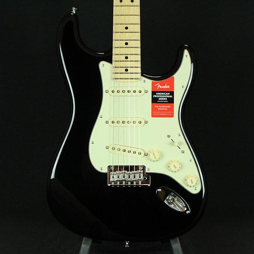 Fender® American Pro Stratocaster® Maple Neck, Black