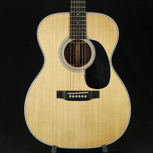 Martin 000-28 Standard Series Auditorium Acoustic