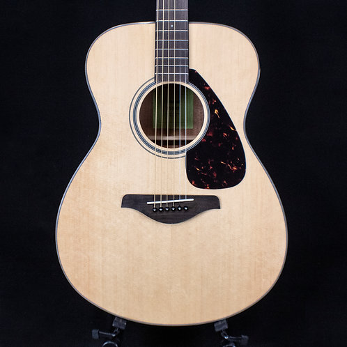 Yamaha FS800  Acoustic Guitar with Case and Capo