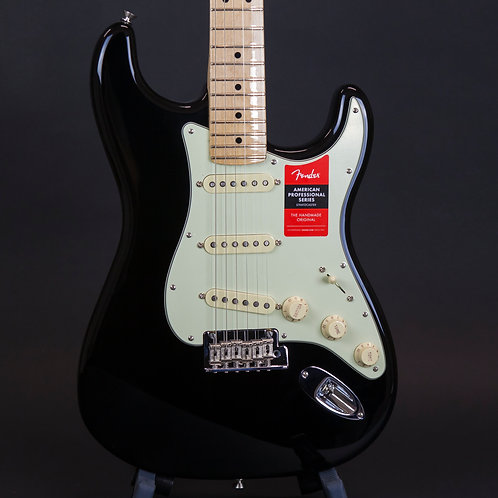 Fender American Professional Stratocaster 2018 Black with Maple Fingerboard