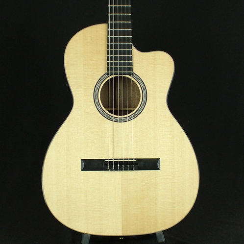 Martin 000C Nylon 12-Fret 16 Series Cutaway with Fishman F1 Analog Electronics